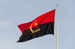 Vlag die van Angola bij Sao Miguel Fortress, Luanda vliegen Royalty-vrije Stock Afbeelding