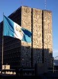 Vlag en overheids de bouw in de Stad van Guatemala royalty-vrije stock fotografie