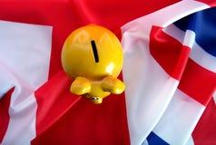 Vlag het UK met spaarvarken stock foto's