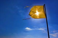 Vlag op een Blauwe Hemel Royalty-vrije Stock Afbeeldingen