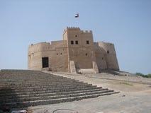 Vlag op het Kasteel van Fujairah Stock Afbeeldingen