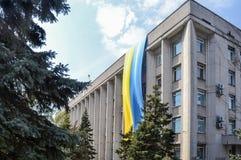 Vlag op stadhuis Stock Foto's