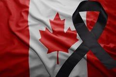 Vlag van Canada met zwart het rouwen lint Stock Fotografie