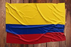 Vlag van Colombia op een houten lijstachtergrond Gerimpelde Columbiaanse vlag hoogste mening stock foto's