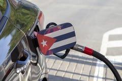 Vlag van Cuba op de de vullerklep van de auto` s brandstof royalty-vrije stock afbeeldingen