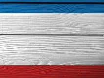 Vlag van de Krim op houten muurachtergrond De vlagtextuur van de Grungekrim stock afbeelding