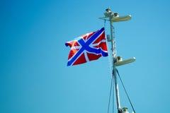 Vlag van de Russische Vloot die op de mast fladderen royalty-vrije stock foto's