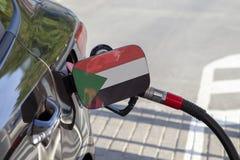 Vlag van de Soedan op de de vullerklep van de auto` s brandstof stock foto