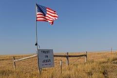 Vlag van de ster spangled banner en een bericht over couuntryside van Zuid-Dakota stock fotografie