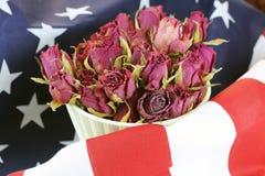 Vlag van de V.S. nam bloem toe Stock Foto