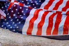 Vlag van de Verenigde Staten van Amerika op houten lijstclose-up royalty-vrije stock afbeeldingen