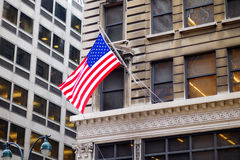 Vlag van de Verenigde Staten op een skyscrapper in New York Stock Foto's