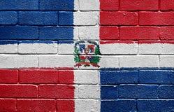Vlag van Dominicaanse Republiek op een bakstenen muur Stock Foto's