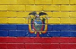 Vlag van Ecuador op bakstenen muur Stock Afbeeldingen