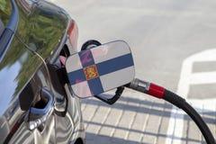 Vlag van Finland op de de vullerklep van de auto` s brandstof stock foto's