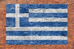 Vlag van Griekenland over bakstenen muur wordt geschilderd die Stock Afbeelding