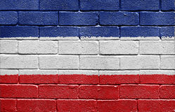 Vlag van het Koninkrijk van Joegoslavië op bakstenen muur Stock Afbeeldingen