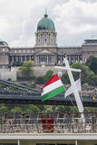 Vlag van Hongarije op flne koninklijk paleis Stock Fotografie