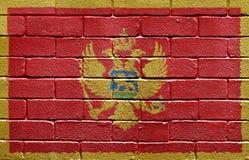 Vlag van Montenegro op bakstenen muur Stock Afbeelding