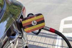 Vlag van Oeganda op de de vullerklep van de auto` s brandstof royalty-vrije stock fotografie