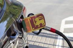 Vlag van Sri Lanka op de de vullerklep van de auto` s brandstof royalty-vrije stock fotografie
