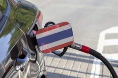 Vlag van Thailande op de de vullerklep van de auto` s brandstof royalty-vrije stock foto
