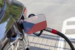 Vlag van Tsjechische Republiek op de de vullerklep van de auto` s brandstof stock afbeelding