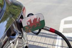 Vlag van Wales op de de vullerklep van de auto` s brandstof stock foto's