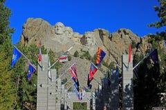 Vlaggen bij Onderstel Rushmore in Zuid-Dakota stock afbeelding