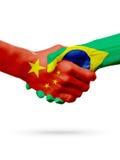 Vlaggen China, de landen van Brazilië, de handdrukconcept van de vennootschapvriendschap 3D Illustratie Stock Foto