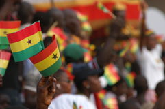 Vlaggen die in Ghana golven Stock Afbeelding