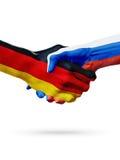 Vlaggen Duitsland, de landen van Rusland, de handdrukconcept van de vennootschapvriendschap Royalty-vrije Stock Foto