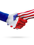Vlaggen Frankrijk en de landen van Verenigde Staten, overdrukte handdruk stock foto's