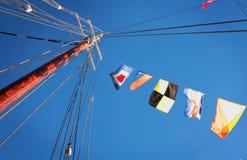 Vlaggen op de Mast Stock Afbeelding