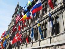Vlaggen op zaal stock foto's