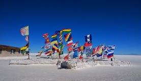 Vlaggen, Salar de Uyuni Bolivia stock afbeeldingen