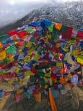 Vlaggen in trek van de Bergenannapurna van Himalayagebergte royalty-vrije stock afbeeldingen