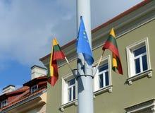 Vlaggen van de Europese Unie en Litouwen op Vilnius-Straat Royalty-vrije Stock Afbeelding