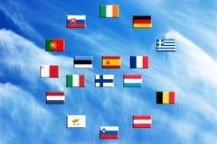 Vlaggen van eurozonelanden tegen de hemel Stock Afbeeldingen