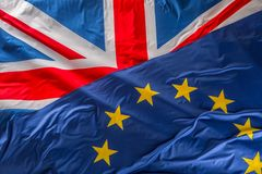 Vlaggen van het Verenigd Koninkrijk en de Europese Unie Britse Vlag en stock foto