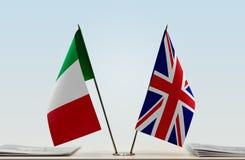Vlaggen van Italië en het Verenigd Koninkrijk royalty-vrije stock afbeeldingen