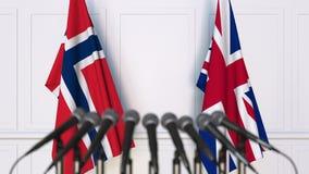 Vlaggen van Noorwegen en het Verenigd Koninkrijk op internationale bijeenkomst of conferentie het 3d teruggeven Stock Foto's