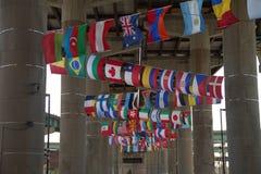 Vlaggen van vele naties stock fotografie