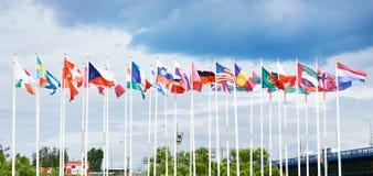 Vlaggen van verschillende landen stock foto