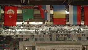 Vlaggen van verschillende landen onder plafond dichtbij verlichtingsapparaten stock video