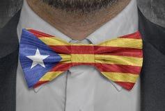 Vlagnatinal van Catalonië onafhankelijk op bowtie bedrijfsmensenkostuum stock foto