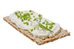 Vlak brood met roomkaas Royalty-vrije Stock Afbeeldingen