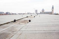Vlak dak met dakwerk royalty-vrije stock foto's