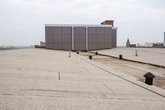 Vlak dak met dakwerk royalty-vrije stock foto