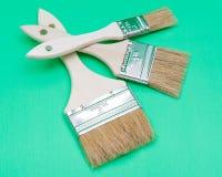 Vlak die Chip Painting Brush op groen wordt ge?soleerd stock afbeeldingen